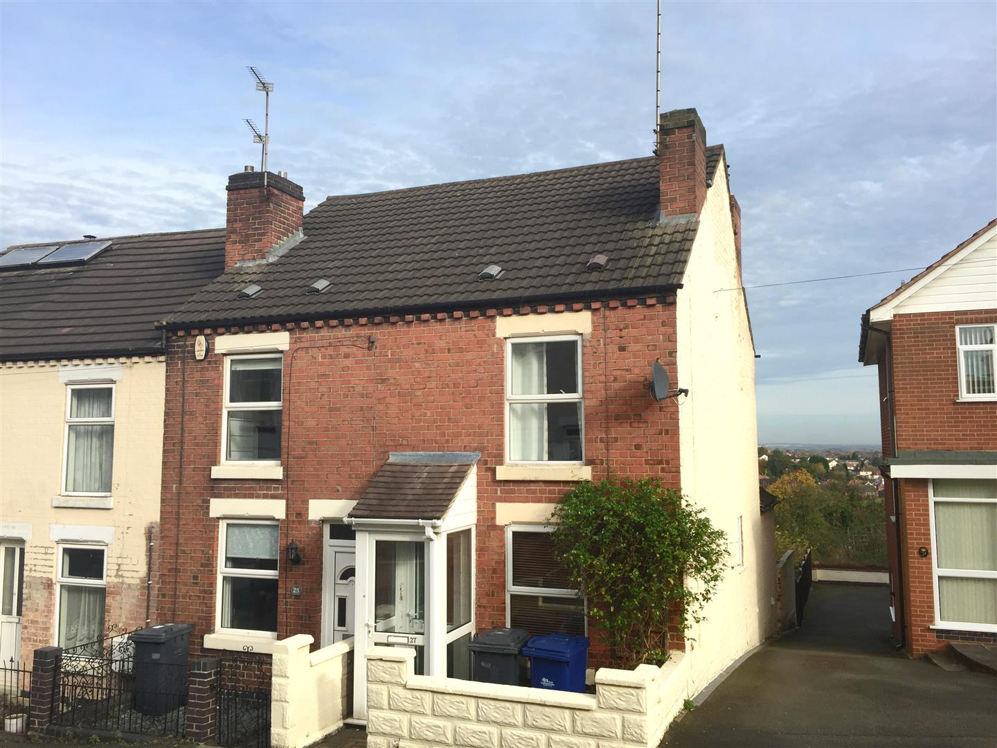 2 Bedrooms Terraced House for sale in St. Georges Road, Burton-On-Trent